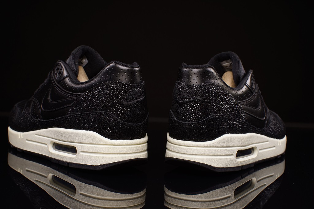 nike-air-max-1-stingray-03